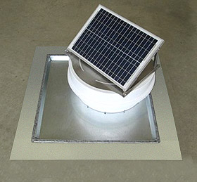 Solar pump on pan flashing for flat roofs